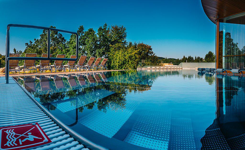 Small hotel brno maximus resort for Small resort